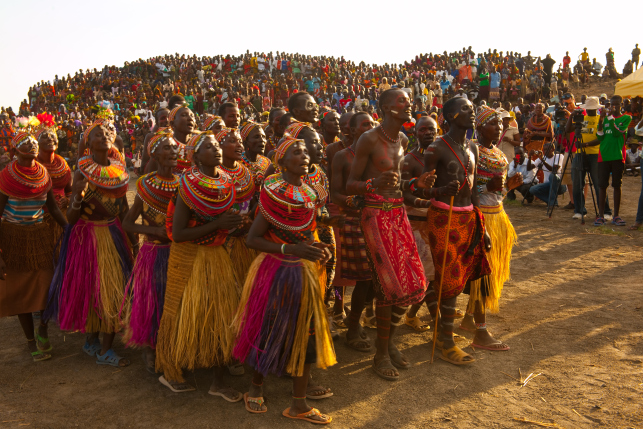 El-Moro-people-on-their-way-to-the-dance-ground-at-the-Lake-Turkana-Cultural-Festival